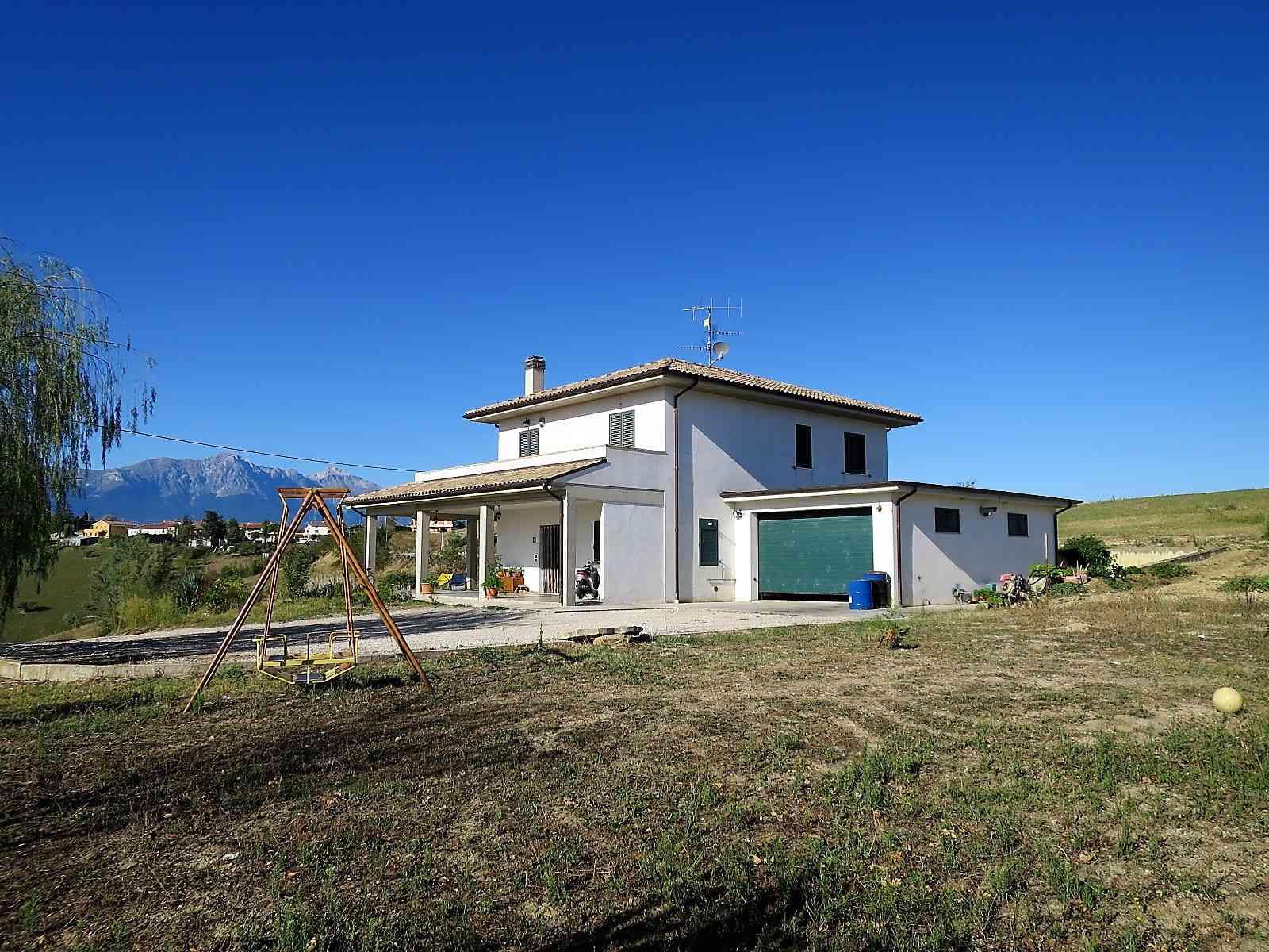 Casa di campagna in vendita Montefino (TE), Villa Como