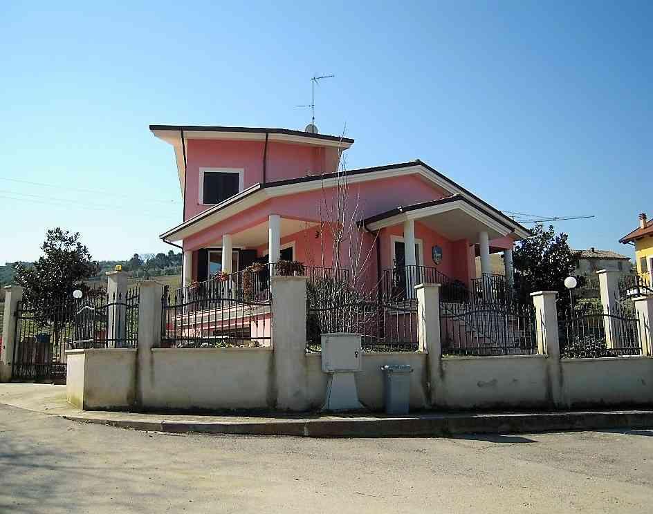 Villa Villa for sale Pineto (TE), Villa Fiorella - Pineto - EUR 419.363 140