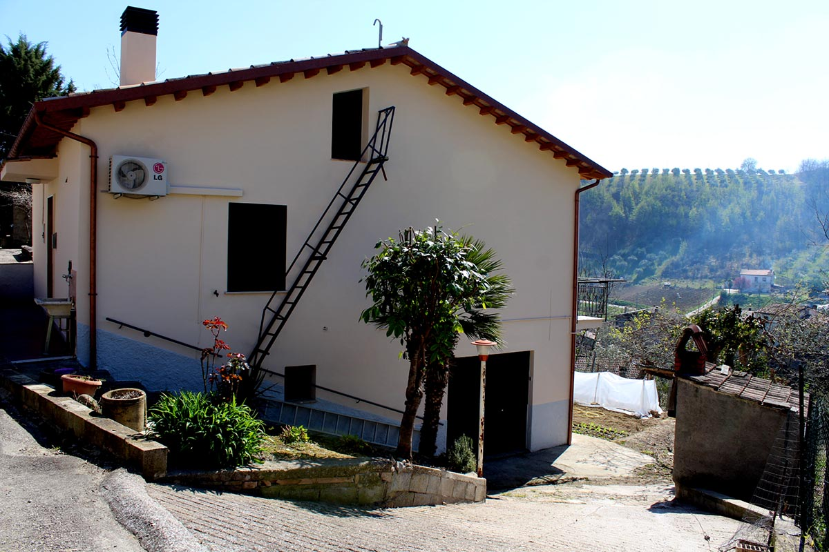 Country Houses Country Houses for sale Bisenti (TE), Casa Stella - Bisenti - EUR 91.132 330