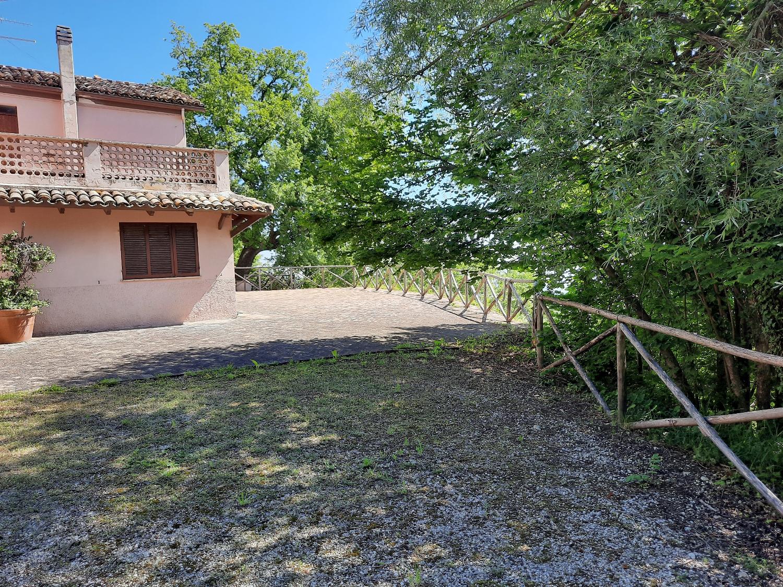 Country Houses Country Houses for sale Montebello di Bertona (PE), Casa Parco - Montebello di Bertona - EUR 195.521 610