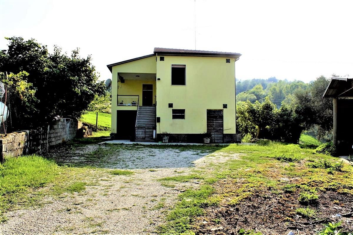 Country Houses Country Houses for sale Castiglione Messer Raimondo (TE), Yellow House - Castiglione Messer Raimondo - EUR 129.011 370