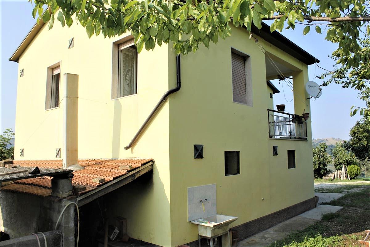 Country Houses Country Houses for sale Castiglione Messer Raimondo (TE), Yellow House - Castiglione Messer Raimondo - EUR 129.011 380
