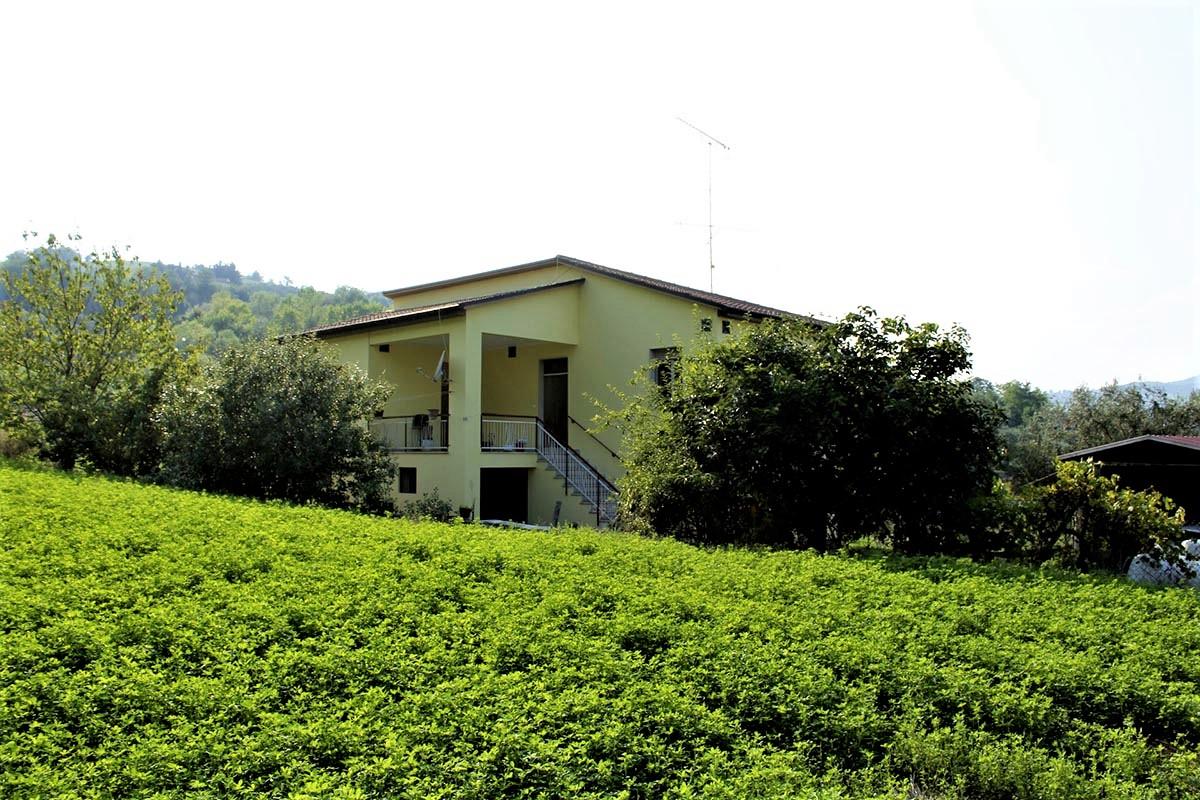 Country Houses Country Houses for sale Castiglione Messer Raimondo (TE), Yellow House - Castiglione Messer Raimondo - EUR 129.011 400