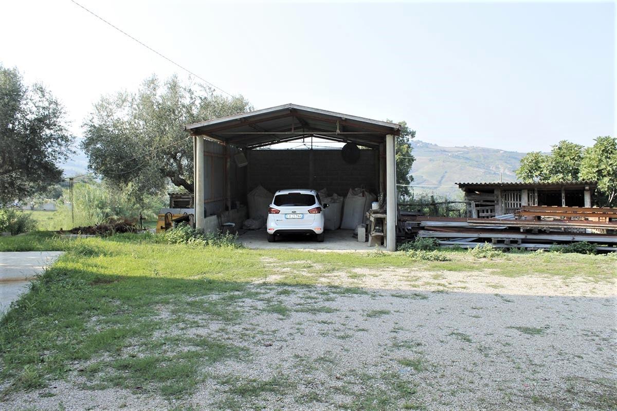 Country Houses Country Houses for sale Castiglione Messer Raimondo (TE), Yellow House - Castiglione Messer Raimondo - EUR 129.011 430