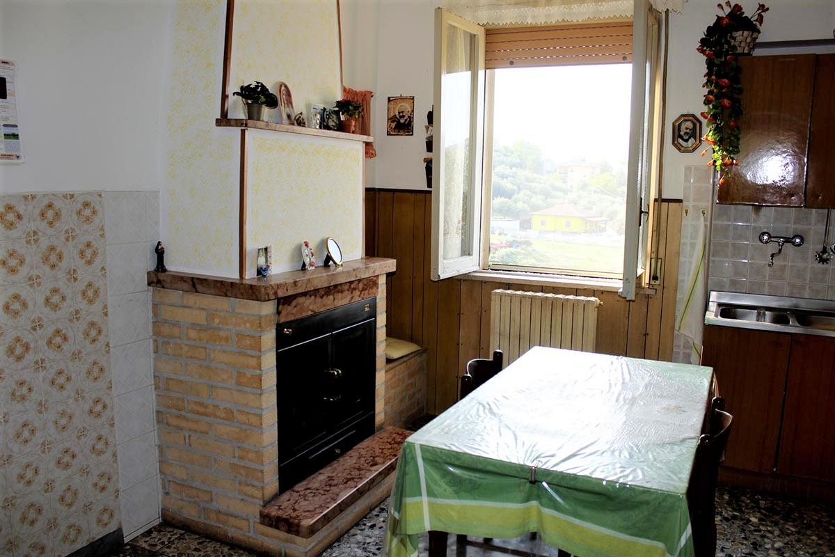 Country Houses Country Houses for sale Castiglione Messer Raimondo (TE), Yellow House - Castiglione Messer Raimondo - EUR 129.011 490