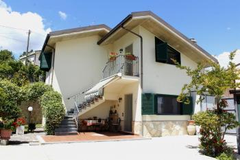 Casa di campagna Villa Calò - Montebello di Bertona - EUR 184.407